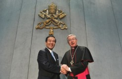 Le-PDG-NTT-Data-Corporation-archiviste-bibliotheque-Vatican-Mgr-Jean-Louis-Brugues-20-mars-2014