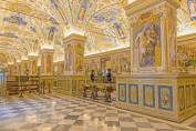 Sur-murs-salle-Sixtine-pape-Sixte-V-representer-grandes-bibliotheques-humanite-grands-conciles-piliers-fondation-alphabets